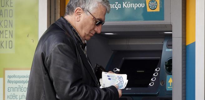 Cypr: Klopoty z wypłatą pieniędzy z bankomatów.