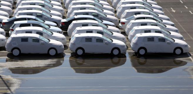 Po odkryciu, że Volkswagen instalował w silnikach diesla program fałszujący dane o emisji, w Niemczech przyjrzano się także innym producentom