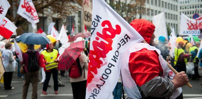 """Protest związkowców """"Solidarności"""" w Warszawie. Fot. Maciek Suchorabski"""