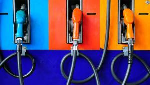 Zgodnie z rozporządzeniem ministra energii z połowy grudnia 2016 r., przedsiębiorcy, którzy mają koncesje na wytwarzanie paliw ciekłych, ich magazynowanie, przesyłanie lub dystrybucję oraz obrót takimi paliwami, w tym z zagranicą, mieli do poniedziałku dostarczyć do URE odpowiednie wnioski
