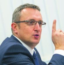 Prof. Tomasz Siemiątkowski, kierownik zakładu prawa handlowego w Katedrze prawa gospodarczego SGH w Warszawie, adwokat