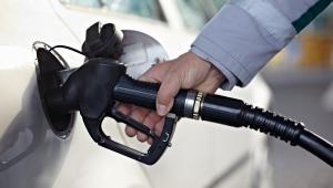 Także według analityków z BM Reflex na razie nie widać końca spadków cen paliw na stacjach