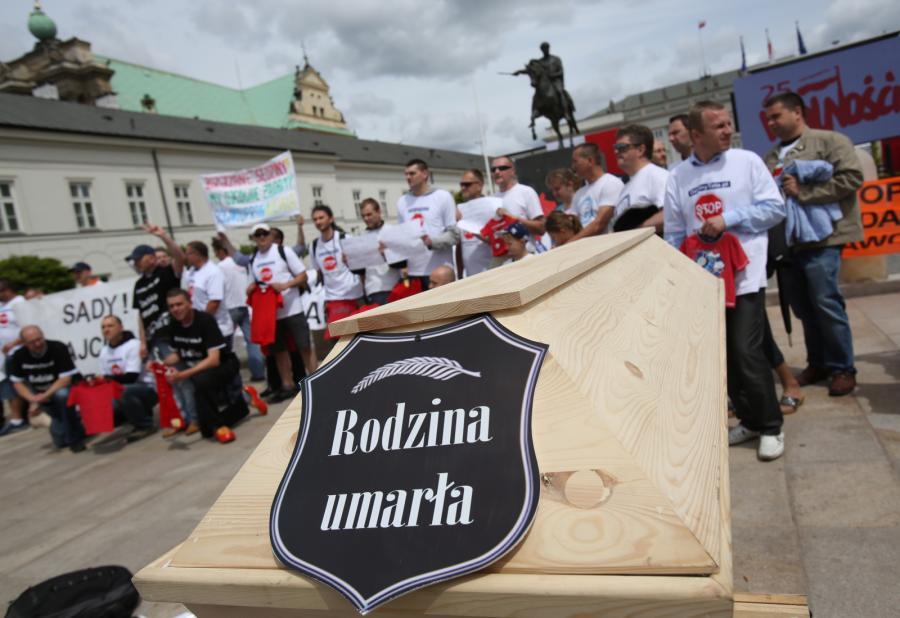 Demonstracja zorganizowana przez ruch Dzielny Tata odbyła się w Dzień Dziecka. Fot.  PAP/Leszek Szymański