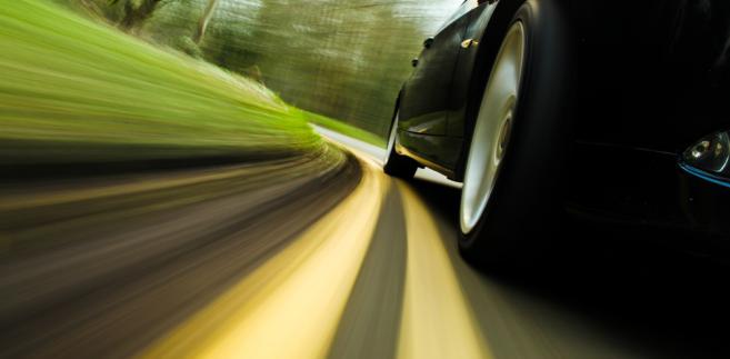 80 proc. kierowców nie wie, że pożyczając cudzy samochód trzeba sprawdzić czy jego właściciel wykupił polisę OC - wynika z badań opinii publicznej przeprowadzonych na zlecenie Ubezpieczeniowego Funduszu Gwarancyjnego (UFG)