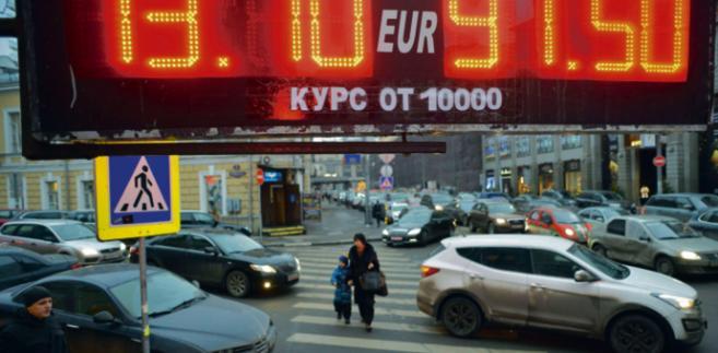 Bank Rosji, aby uspokoić rynek, poszerzył możliwość kupowania zachodniej waluty