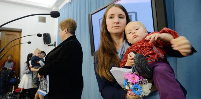 Marzena Wróbel i Karolina Elbanowska na konferencji prasowej w Sejmie