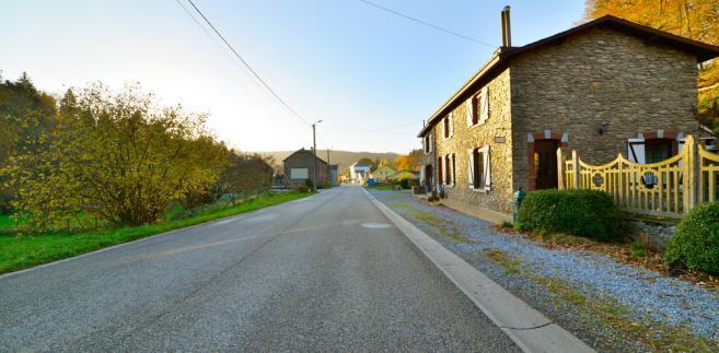 Droga w regionie Ardennes w Belgii