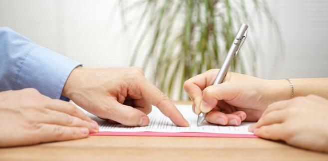 """Rafalska: Decyzja o """"ozusowaniu"""" umów o dzieło za pół roku"""