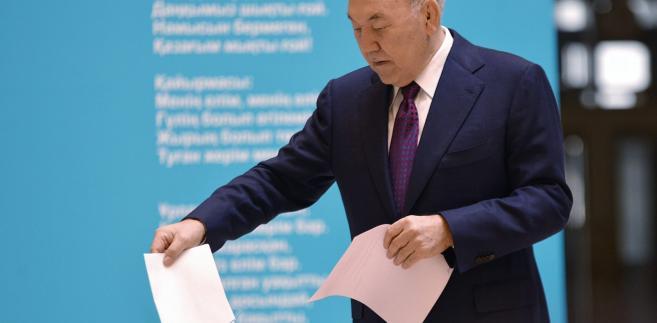 Prezydent Nursultan Nazarbayev podczas wyborów parlamentarnych