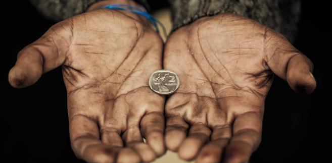 Z przywołanych przez szefową MRPiPS danych wynika, że w 2016 roku w skrajnym ubóstwie żyło prawie 5 proc. Polaków, wobec 7 proc. w 2015 roku.