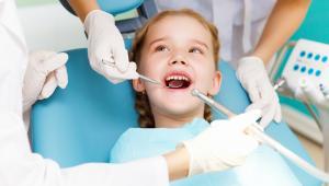 89 proc. siedmiolatków ma ubytki w zębach