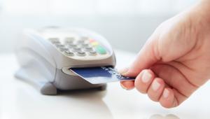 Potrzeba płatności kartami rośnie przy tym wraz ze wzrostem wartości zakupu
