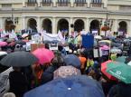 Warszawa: Uczestnicy manifestacji ZNP złożyli petycję w urzędzie wojewódzkim