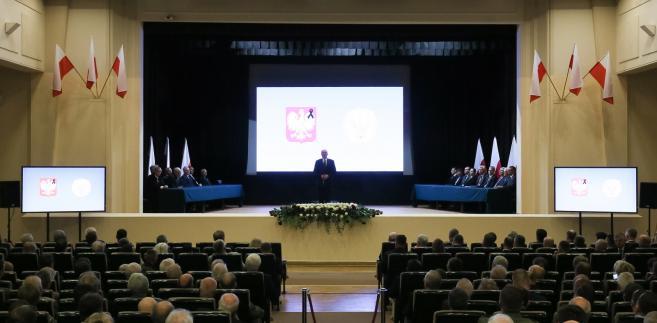 """""""Czy tak właśnie stało się w Smoleńsku 10 kwietnia 2010 r. ?"""" - pada pytanie."""