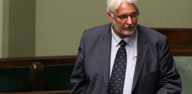 Radio RMF FM podało w poniedziałek, że Waszczykowski zapowiedział, że oczekuje wyjaśnień od prezydenta w sprawie opóźniania wręczania nominacji ambasadorskich kandydatom pozytywnie zaopiniowanym przez parlament