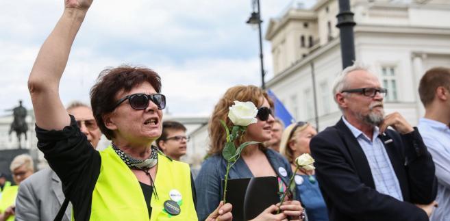 """Grzegrzółka ocenił w rozmowie z PAP, że deklaracje Obywateli RP są """"niespotykane i niepokojące"""". """"Po zapowiedzi łamania prawa, jak to ujęto +ze wszystkich sił+, należy chyba antycypować kolejne próby widowiskowych akcji w okolicach Sejmu"""" - stwierdził."""