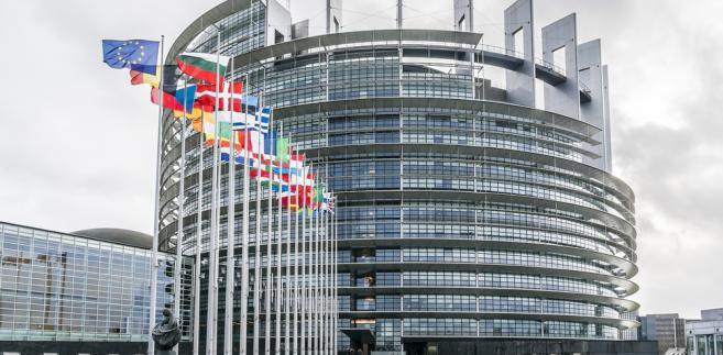 PE przyjął w środę rezolucję wzywającą polski rząd do przestrzegania postanowień dotyczących praworządności.