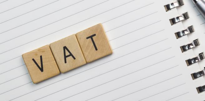 Spółce zależało jednak na tym, by móc odliczyć VAT, i dlatego chciała wraz ze sprzedawcą złożyć oświadczenie o rezygnacji ze zwolnienia.