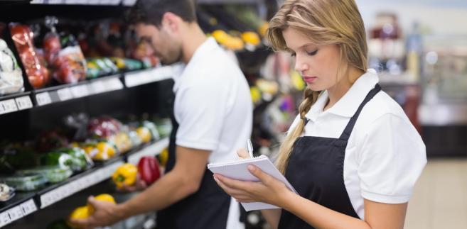 Ogółem IH wykryła nieprawidłowości w 78,2 proc. skontrolowanych sklepów z obsługą (wcześniej w 62,8 proc. samoobsługowych)