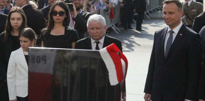 Odsłonięcie kamienia, w miejscu w którym powstanie pomnik prezydenta Lecha Kaczyńskiego