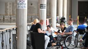 Protest rodziców osób niepełnosprawnych oraz ich podopiecznych w Sejmie.