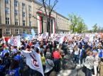 """Nauczyciele wyszli na ulice. Manifestacja ZNP pod hasłem """"Mamy dość !"""""""