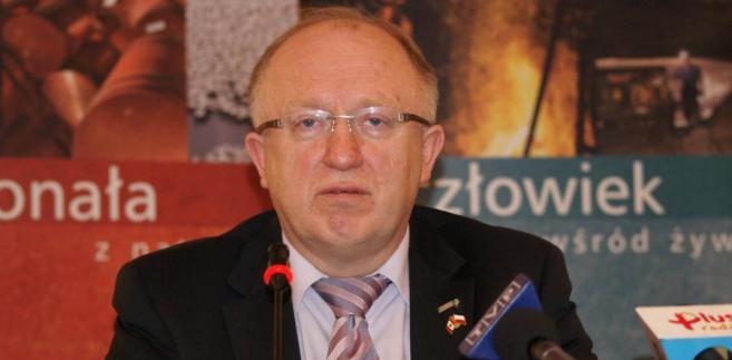 Prezes KGHM Herbert Wirth chciał wypłacic 18 zł dywidendy- spółka ma wielkie plany inwestycyjne. Rząd ma dług.