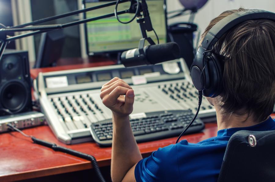 prezenter radiowy, radio, dziennikarz