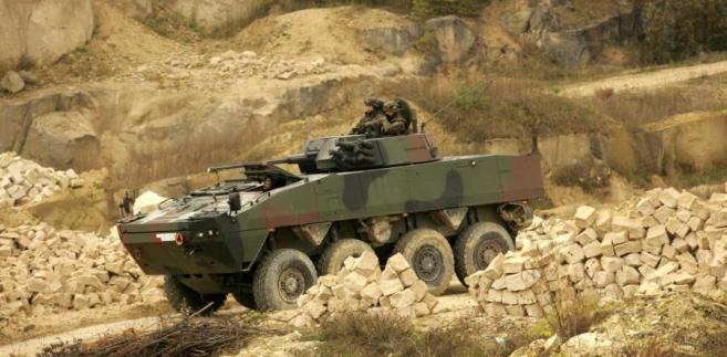 Szacuje, że gdyby nie ograniczone wydatki resortu do polskiego przemysłu zbrojeniowego mogłoby trafić dodatkowe 7,5 md zł.