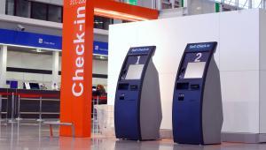 Kioski do samodzielnej odprawy na lotnisku w Warszawie