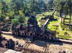 Siem Reap – miasto położone w Kambodży. Samo miasto nie zachwyca, ale obok Siem Reap znajduje się prawdziwa perła o której zobaczeniu marzy wielu turystów z całego świata. Mowa oczywiście o kompleksie Angkor - współczesnej nazwie stosowanej do państwa Khmerów istniejącego w okresie od 802 do 1432 roku, nazywanego również Imperium Angkoru lub Khmerskim.  Kompleks zabytków Angkor tworzy duża liczba kamiennych budowli (miasta, zespoły świątynne, współczesny park archeologiczny) oraz tereny leśne i zbiorniki wodne, obejmujące obszar ponad 400 km², położony na północ od jeziora Tonle Sap. Kompleks Angkor wpisany jest na listę światowego dziedzictwa kultury UNESCO i jest uważany za największe miasto na świecie w okresie sprzed rewolucji przemysłowej. Szacuje się, że zamieszkiwało go około miliona mieszkańców.