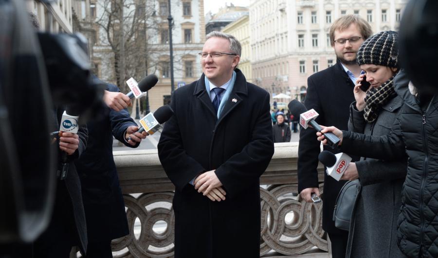 Sekretarz stanu w KPRP Krzysztof Szczerski podczas konferencji prasowej w Budapeszcie.