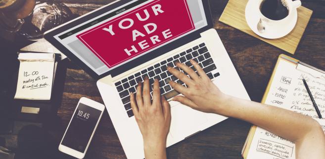 reklama laptop praca