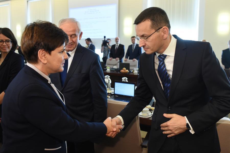 Premier Beata Szydło oraz wicepremier, minister finansów i rozwoju Mateusz Morawiecki