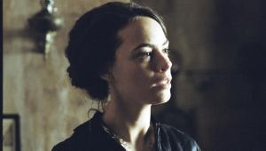 Berenice Bejo w filmie Dzieciństwo wodza