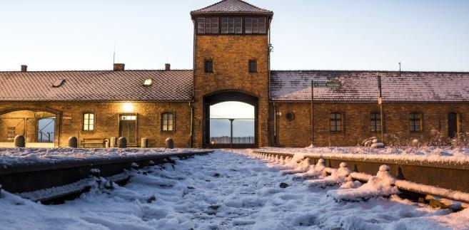 """Auschwitz zostało nazwane """"polskim obozem"""" w depeszy z Mediolanu"""