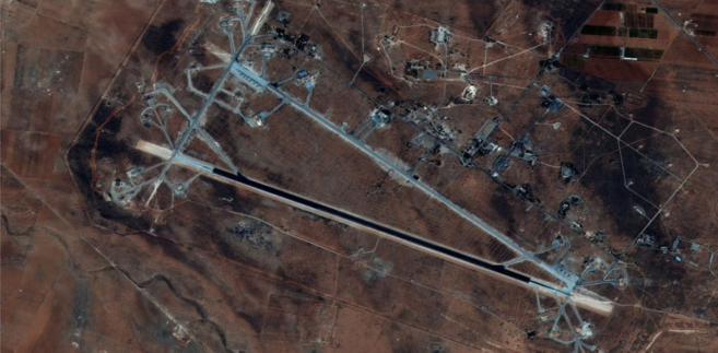 """""""Żaden z wystrzelonych przez USA i ich sojuszników pocisków manewrujących nie wchodził w strefę odpowiedzialności grup rosyjskiej obrony przeciwlotniczej, osłaniających obiekty w Tartusie i Hmejmim"""" - głosi komunikat ministerstwa."""