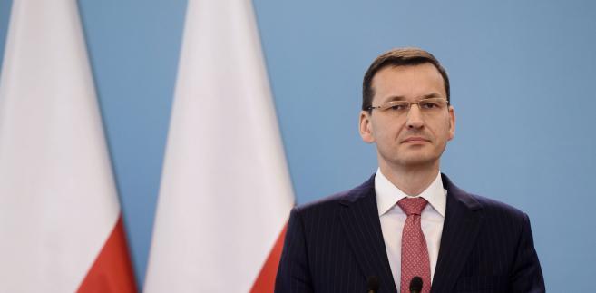"""""""Utracony VAT, który już częściowo w tym roku skompensujemy, być może nawet do poziomu 15-20 mld zł, czyli w połowie tę lukę domkniemy być może nawet w tym roku"""" - powiedział Morawiecki podczas konferencji prasowej w Krakowie."""