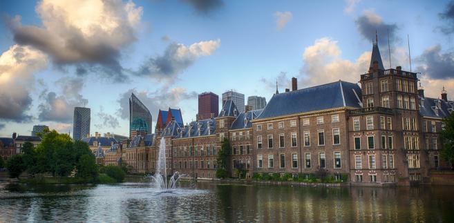 Nie jest też tajemnicą, że Holandia popierała powiązanie unijnych funduszy z praworządnością. Projekt rozporządzenia w tej sprawie jest częścią pakietu budżetowego zaproponowanego na początku maja przez KE.