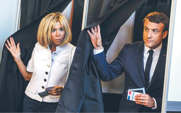 Nowa para prezydencka: Emmanuel i Brigitte Macronowie