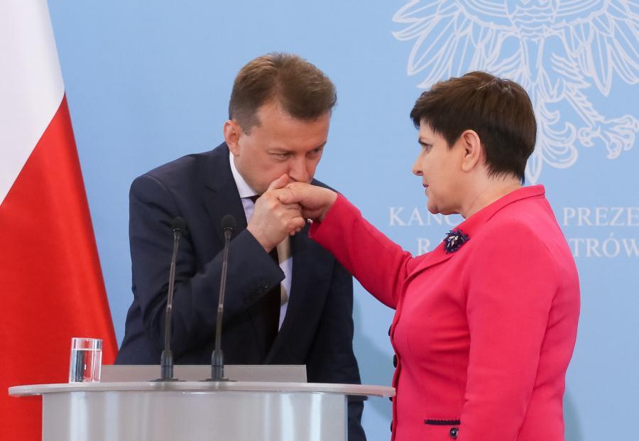 Premier Beata Szydło i minister spraw wewnętrznych i administracji Mariusz Błaszczak,  PAP/Paweł Supernak