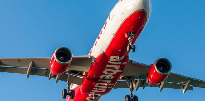 Linie Air Berlin, drugie co do wielkości w Niemczech, ogłosiły w sierpniu upadłość, kiedy ich udziałowiec - linie Etihad Airways ze Zjednoczonych Emiratów Arabskich - wstrzymał finansowanie po latach strat.