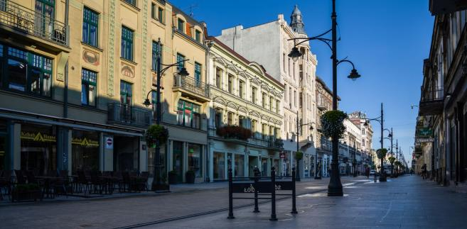 Sondaż wykazał, że Polacy są podzieleni w kwestii stosunku do dekomunizacji ulic, dróg i placów