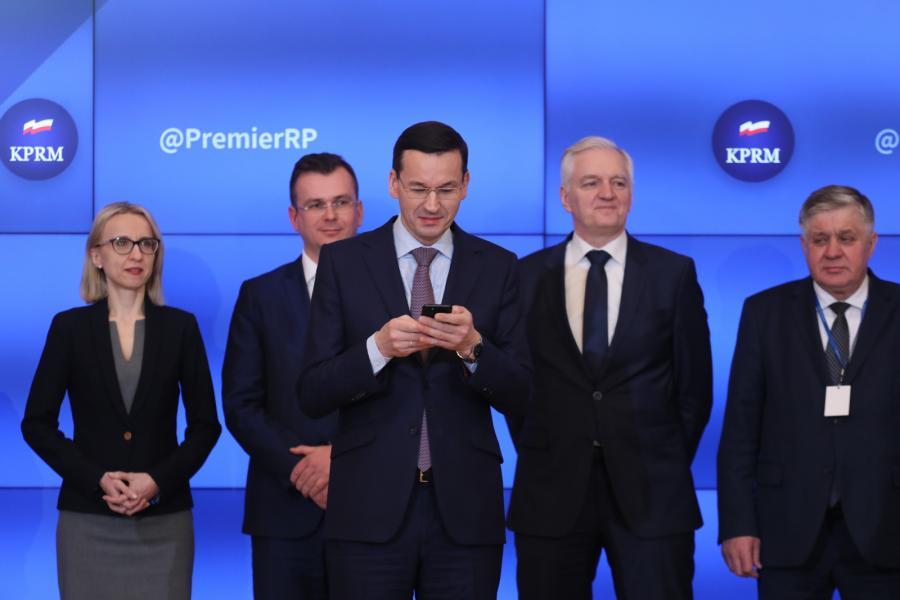 Premier Mateusz Morawiecki uczestniczy w Tweetupie –na spotkaniu z dziennikarzami i internetowymi liderami opinii.