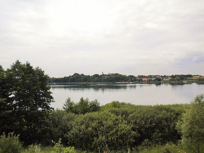 Jezioro Lednica, fot. Rafaelbedna / Wikimedia Commons / CC-BY-SA 4.0