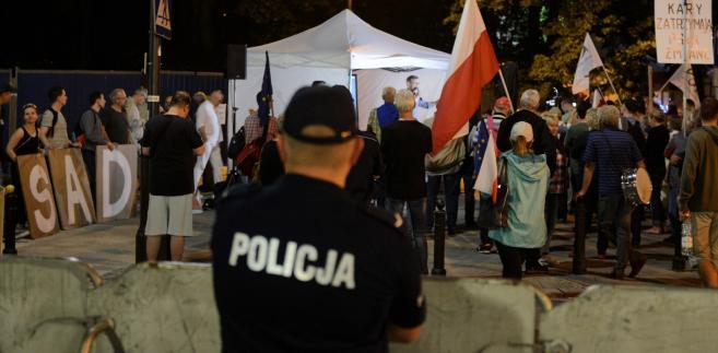 Manifestacja przeciwników reformy sądownictwa przed Sejmem w Warszawie.