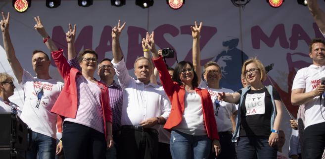 Lewica jest rozbita i skłócona. Licytuje się na radykalizm światopoglądowy albo w poczuciu rezygnacji puszcza oko do elektoratu betonowo-postkomunistycznego.