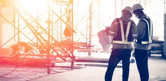 Eksperci firmy Deloitte podkreślają, że do poprawy sytuacji firm budowlanych mógłby przyczynić się rząd.