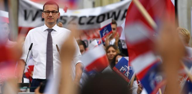 """""""Nie znam jeszcze numeru listy (wyborczej) jaką wylosujemy, ale chciałbym, żeby w wyniku tej kampanii, w wyniku tego, co powiemy naszym obywatelom, żebyśmy byli numerem jeden. Dzięki temu, będziemy mogli zmieniać w samorządzie Polskę na lepsze, tak jak zmieniamy ją rządzie"""" - mówił Morawiecki."""