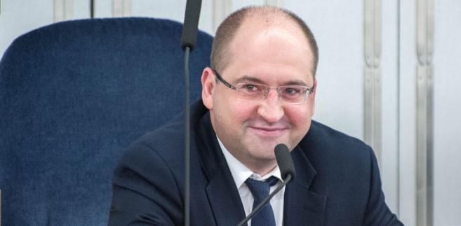 Dodał, że Wassermann, która jest kandydatką Zjednoczonej Prawicy na prezydenta Krakowa, może się skupić na prowadzeniu swojej kampanii.